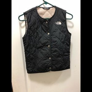 Girls North face warm vest new condition